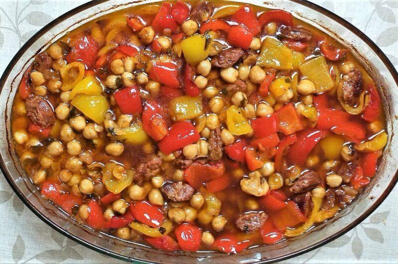 Ρεβύθια με Πιπεριές και Λουκάνικο